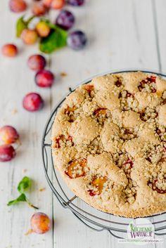Bezglutenowe ciasto cynamonowe ze śliwkami i orzechową kruszonką Healthy Sweets, Gluten Free Recipes, Hummus, Sugar Free, Dairy Free, Dessert Recipes, Cooking Recipes, Baking, Ethnic Recipes