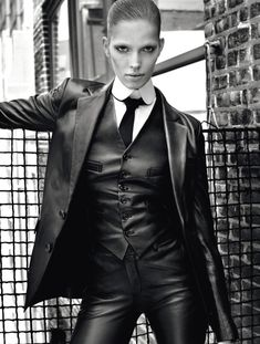"""Girls in Suits - ralphlauren: """" Borrowed from the boys: RL Collection menswear inspired women's wear gets update - Dandy, Image Fashion, Leder Outfits, Mode Editorials, Fashion Editorials, Androgynous Fashion, Fashion Over 50, Leather Design, Leather Fashion"""