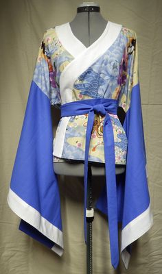 Blue & white kimono-style top with tie Size 12 34 Kimono Style, Kimono Top, White Kimono, Kimono Fashion, Cosplay Costumes, Lounge Wear, Size 12, Blue And White