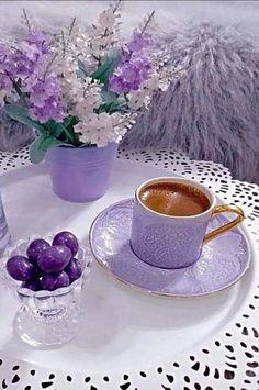 Coffee and flowers Coffee Latte, My Coffee, Coffee Time, Coffee Cups, Tea Cups, Good Morning Coffee, Coffee Break, Tea And Books, Lavender Tea