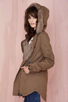 Vintage-inspired hunter green wool coat featuring a detachable faux fur collar.