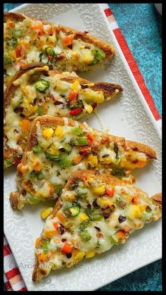 Chilli cheese toast is a quick and delicious Indian snack! Spicy and cheesy....simply yum! It's not to be confused with the chilli you get here in the US. It's a simple, open faced toast wit...