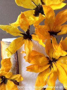 oggi ci vuole unò pò di sole...#ostia  #waferpaper #waferpaperflower #waferpaperflowers Wafer Paper Flowers, Wafer Paper Cake, Sugar Flowers, Real Flowers, Silk Flowers, Sunflower Cakes, Cake Decorating Techniques, Cardboard Crafts, Cake Tutorial