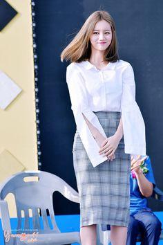 Fans blown away by Hyeri's classy/sexy fashion in public Lee Hyeri, Girl's Day Hyeri, Korean Women, South Korean Girls, Girls Day Members, Classy Outfits, Cute Outfits, Korean Celebrities, Girl Day