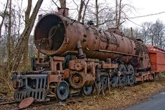 These rusting railway engines appear to be abandoned in a sort of train graveyard at the New Hope and Ivyland Railroad in Pennsylvania, United States Old Abandoned Buildings, Abandoned Train, Abandoned Vehicles, Derelict Places, Abandoned Places, Old Steam Train, Old Trains, World Photography, Steam Engine