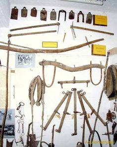 antichi attrezzi contadini da lavoro