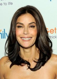 Teri Hatcher Hairstyle, Makeup, Dresses, Shoes and Perfume.
