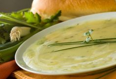 Vegan Potato Leek Soup from the Yummy Vegetarian vegan, plantbased, earth balance, made just right Vegan Potato Leek Soup, Zucchini Soup, Asparagus Soup, Vegan Recipes Easy, Soup Recipes, Vitamix Recipes, Sopas Light, Rutabaga, Avocado Soup