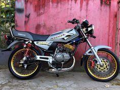 Gambar mungkin berisi: 1 orang Yamaha Rx 135, Yamaha Motorcycles, Bmx, Racing, Cars, Wallpaper, Instagram, Cars Motorcycles, Sports