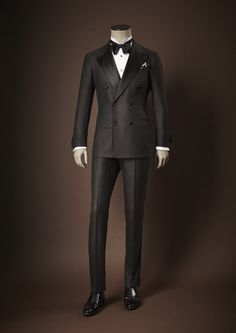 Kiton Tuxedo F/W - what every Gentleman should own♛ ♛~✿Ophelia Ryan ✿~♛ Mens Fashion Suits, Mens Suits, Layered Fashion, Global Style, Elegant Man, T Shirt Designs, Formal Suits, Classy Men, Suit And Tie