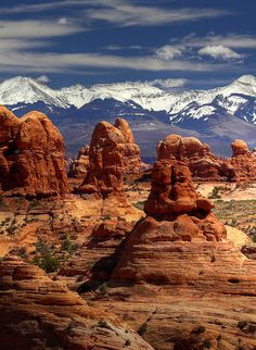 Rock pillars and frozen peaks, Arches NP, Utah - Most Beautiful Places in the World Arches Nationalpark, Yellowstone Nationalpark, Parc National, National Parks, Places To Travel, Places To See, Arches Np, Arches Park, Formations Rocheuses