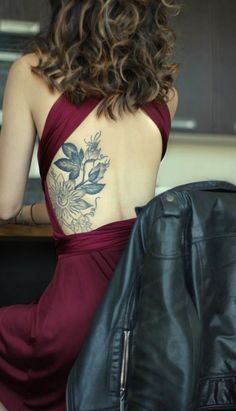 kwiatek na żebrach #tattoo