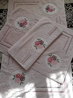 Bargello, Camellia, Diy And Crafts, Towel, Shabby Chic, Cross Stitch, Embroidery, Knitting, Cute