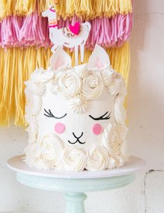 Move aside Unicorns the new party animal is in town! A whole lot of Llama love! Amazing cake by & cake topper by Party Animals, Animal Party, Llama Birthday, Birthday Cake, Animal Cakes, Cute Cakes, Cake Creations, Themed Cakes, Party Cakes