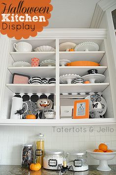 Halloween Kitchen Display Idea -- Tatertots and Jello #DIY #Halloween