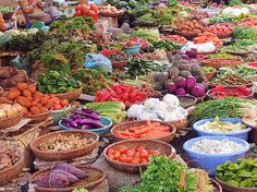 vietnamese outdoor market - Visit http://asiaexpatguides.com to make the most of your experience in Vietnam!