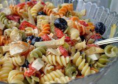 Una receta de la ensalada de pasta fria. Más recetas! >> recetasamericanas.com