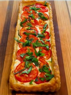 Fresh Tomato Tart in Puff Pastry Fresh Tomato Tart in Puff Pastry,Vegetable and Vegan Recipes Fresh tomatoes in a creamy base with puff pastry crust Related posts:Creative Brunch Bites for Your Next Party -. Tart Recipes, Appetizer Recipes, Cooking Recipes, Tomato Tart Puff Pastry, Puff Pastry Pizza, Puff Pastry Recipes Savory, Choux Pastry, Puff Pastries, Puff Pastry Vegetable Tart