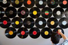 Roundup: 11 DIY Ideas for Photobooth Backdrops » Curbly   DIY Design Community