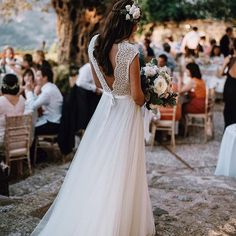 Helena, Mallorca y su vestidazo 💘 #ATCloves #boda #wedding #bride #novia #livefolk #casamento #marriage #weddingdress #weddingday #love #weddingphotography @tali__photography