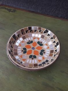 Diy Bird Bath, Mosaic Crafts, Lazy Susan, Mosaics, Stained Glass, Tray, Home Decor, Vases, Red Flowers