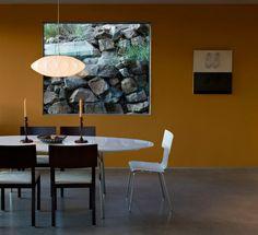 weißer Kronleuchter-orange Wandfarbe Esszimmer