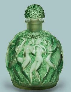 1937 Rene Lalique Perfume Bottle Calendal for Molinard, green patina. Lalique Perfume Bottle, Antique Perfume Bottles, Vintage Perfume Bottles, Bijoux Art Nouveau, Art Deco, Beautiful Perfume, Fragrance Parfum, Bottle Art, Bottle Design