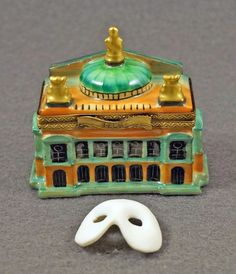 NEW HAND PAINTED FRENCH LIMOGES BOX GARNIER PARIS OPERA HOUSE W REMOVABLE MASK