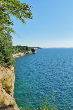 best hikes in pictured rocks. michigan hiking trails. things to do in michigan. upper peninsula, up north. midwest road trip. lake superior. national park vacation. pictured rocks national lakeshore. great lakes vacation. adventure vacation ideas. summer road trip. usa travel destinations. united states. america. Michigan Vacations, Michigan Travel, North Country Trail, Pictured Rocks National Lakeshore, Vacation Places, Vacation Ideas, Indiana Dunes, Picture Rocks, States America