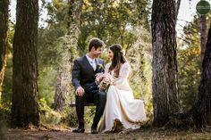 Us deixo amb el preciós casament de la Vanessa i l'Ignasi que varen casar-se just fa un anyet a la nostra masia. Del seu dia m'encanta la ...