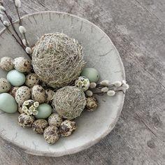 Ostereier aus Heu - schöne Osterdekoration schnell selbst gemacht #osterdeko #selbermachen #diy #ostereier #wartenaufostern #frühlingsdeko