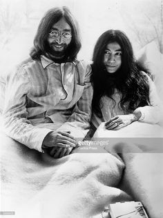 Rock 'n' roll singer, songwriter and guitarist John Lennon (1940 - 1980) of The Beatles with his wife of a week, artist Yoko Ono, in bed in the presidential suite of the Hilton Hotel in Amsterdam during their honeymoon, 25th March 1969. They plan to stay in bed for seven days as a protest against war and violence.