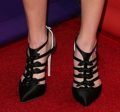 """Miranda Cosgrove Promotes """"Crowded"""" in Tweed Ensemble and Strappy Bow Pumps at NBCUniversal 2016 Winter TCA Tour"""