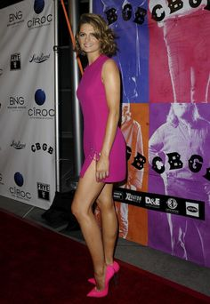 Stana Katic Is Dangerously Sexy in Neon Pink Casadei Heels