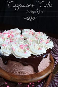 Tort de ciocolata cu crema de cappuccino si vanilie