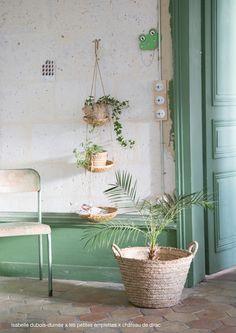 Stylisme, photo Isabelle Dubois-Dumée au château de Dirac. Accessoires les petites emplettes.