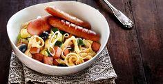 Tagliatelle med kjøttpølse, squash, hvitløk og rød pesto.