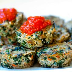 Healthy, grain-free Mini Meatloaves (Meatloaf Muffins) with tons of veggies #kid-friendly #paleo