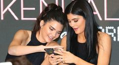 Kylie Jenner Photos - Kendall Jenner and Kylie Jenner look at their mobile phones as they arrive at Chadstone Shopping Centre on November 2015 in Melbourne, Australia. - Kendall and Kylie Jenner Launch Kendall+Kylie at Forever New Kendall Y Kylie Jenner, Kendall Jenner Photos, Kardashian Jenner, Kardashian Family, Kardashian Style, Fashion Jobs, Fashion Line, New Fashion, Cara Delevingne