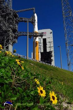 Flowers bloom in front of the launch pad at SLC-37. Photo Credit: Carleton Bailie / SpaceFlight Insider