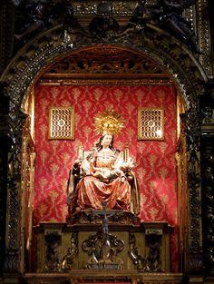Convento de Santa María de Jesús. Sevilla.  Imagen central del Retablo Mayor: La Virgen cambiando los pañales al Niño. Luisa Roldán, la Roldana, siglo XVII.