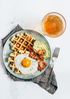 Savoury waffles are hot this year! Although we can still enjoy a sweet waffle with strawberries and whipped cream, we now add the savory waffle [. Breakfast Photography, Food Photography, Savory Waffles, Good Food, Yummy Food, Aesthetic Food, Food Cravings, Food Inspiration, Breakfast Recipes