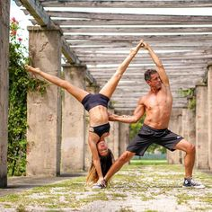 50 Amazing Couple Yoga Poses You Should Try With Your Love - Page 46 of 50 - Couple Sport Couples Yoga Poses, Acro Yoga Poses, Partner Yoga Poses, Yoga Beginners, Beginner Yoga, Yoga Routine, Yoga Inspiration, Couple Sport, Yoga Restaurativa