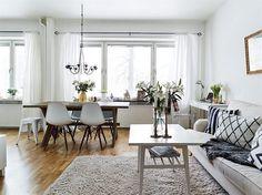 Oranjeburg Schiedam - Woonkamer inspiratie   eettafel gecombineerd met de prachtige Eames DSW stoelen