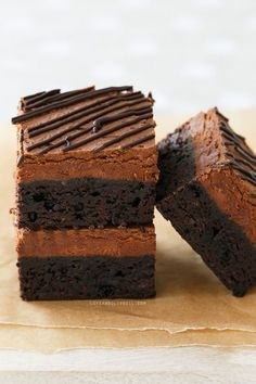 Chocolate mousse makes a perfect topping for fudgey brownies; it is lighter and less sweet than buttercream but just as decadent. Want to check out the mousse. Chocolate Flavors, Chocolate Desserts, Fun Desserts, Delicious Desserts, Dessert Recipes, Yummy Food, Chocolate Brownies, Espresso Brownies, Chocolate Mouse