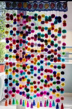 cortina de pompones tejido a crochet 1mt x 1 mt