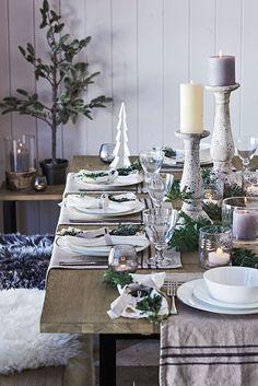 C'est d'Angleterre et du site de la marque Neptune que nous proviennent des images d'un Noël naturel, ou bois, branches de sapin, et couleurs douces ou sombres font la décoration.…