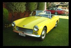 1962 Austin Healey Sprite. Wow, these things are small - but a lotta fun. - LGMSports.com