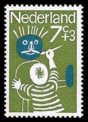 Opgetogen winnaars tekenwedstrijd kinderzegels 1965