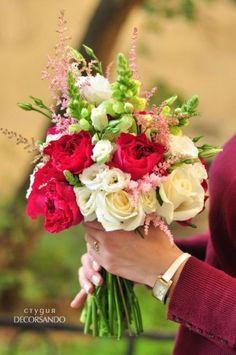 Букет невесты с бордовыми пионовидными розами | Decorsando.ru Deep red garden roses bridal bouquet